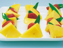 Mango And Strawberry Kebabs With Lime And Honey