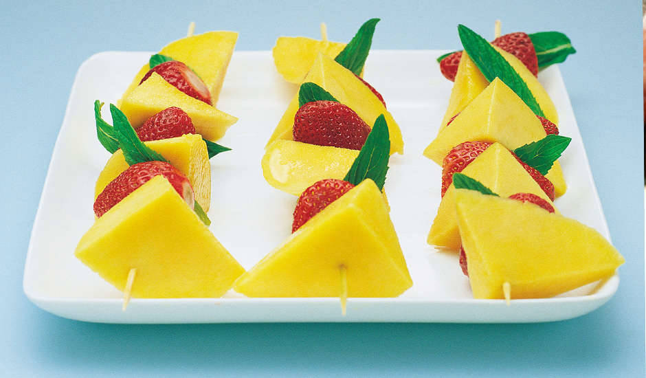 Mango-And-Strawberry-Kebabs-With-Lime-And-Honey