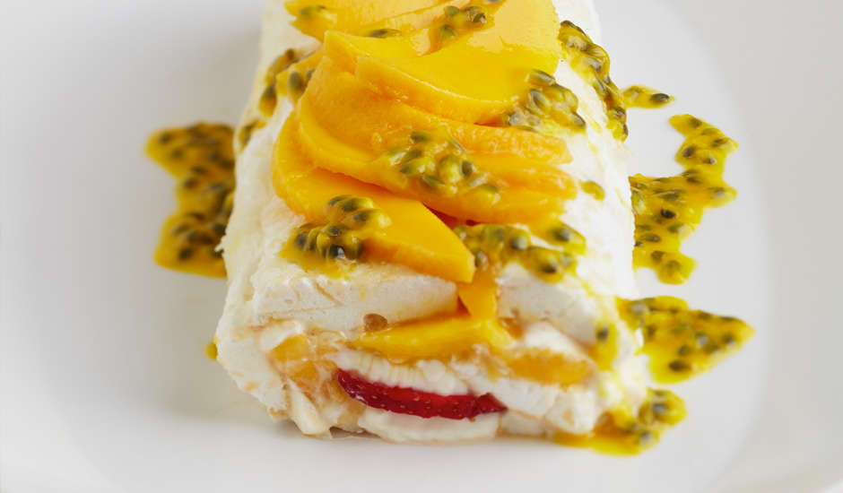 Mango-and-Strawberry-Pavlova-Roll