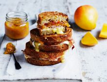 Ham, brie and mango chutney toasties